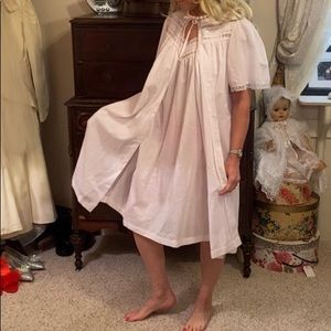 Vintage 2 piece set short nightgown and robe